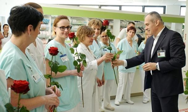 Doktoři připojují sestry